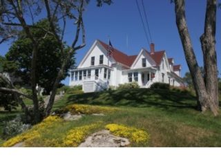 4 BR,  3.50 BTH Contemporary style home in Stonington