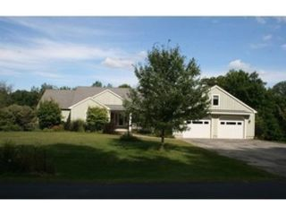 4 BR,  3.50 BTH Single family style home in Oak Harbor