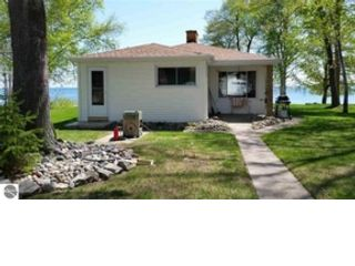 2 BR,  2.00 BTH Contemporary style home in Au Gres