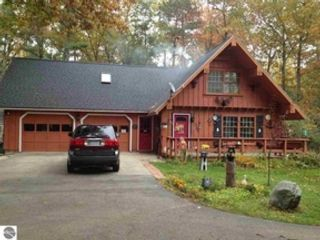 4 BR,  2.50 BTH 1-1/2 story style home in Tawas City