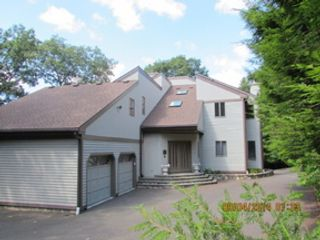 4 BR,  3.50 BTH Townhouse style home in Wyckoff