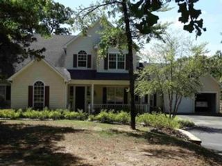 4 BR,  2.50 BTH Single family style home in Grove