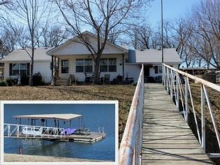 4 BR,  2.50 BTH 2 story style home in Sandpoint