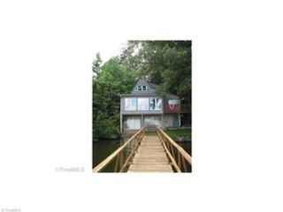 3 BR,  2.00 BTH Single family style home in Windsor
