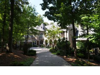 4 BR,  3.50 BTH Transitional style home in Greensboro
