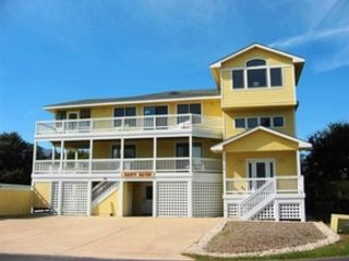 4 BR,  3.00 BTH  Contemporary style home in Kill Devil Hills