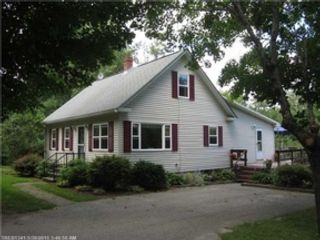 4 BR,  3.00 BTH  Single family style home in Westport