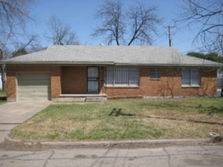 4 BR,  2.50 BTH Single family style home in Redding