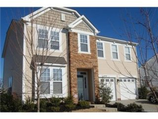 3 BR,  2.50 BTH Single family style home in Leesburg