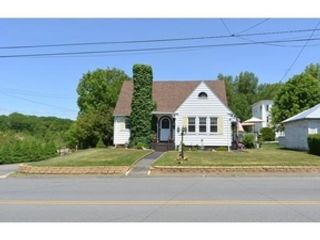 4 BR,  2.50 BTH Single family style home in Attleboro