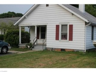 3 BR,  1.50 BTH Land style home in Hendesonville