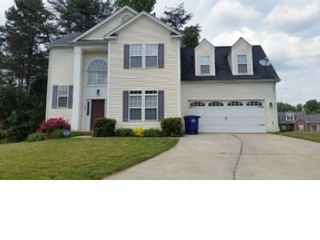 3 BR,  1.50 BTH Land style home in Hendersonville