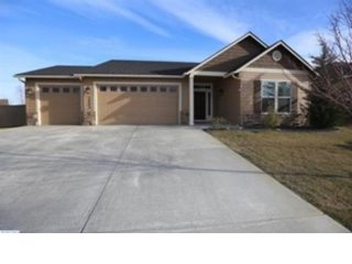 3 BR,  2.50 BTH Single family style home in Denham Springs