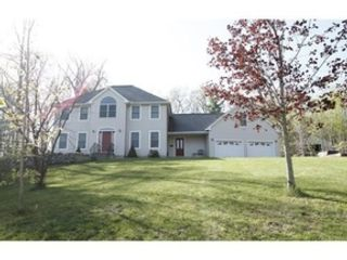 4 BR,  2.50 BTH Colonial style home in Leominster