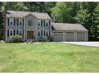 3 BR,  2.50 BTH Colonial style home in Sterling