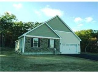 5 BR,  4.00 BTH Colonial style home in Leominster