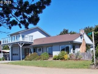 3 BR,  2.00 BTH  Single wide mfh style home in Gold Beach
