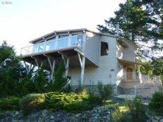 3 BR,  3.00 BTH  Townhouse style home in Gold Beach