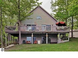 9 BR, 12.50 BTH Single family style home in Traverse City