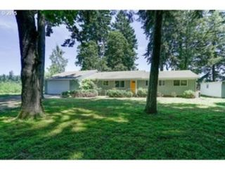 5 BR,  3.50 BTH 2 story style home in Amity