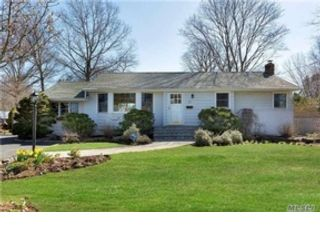 5 BR,  5.50 BTH  Colonial style home in Syosset