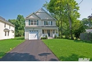 3 BR,  2.00 BTH  Ranch style home in Oyster Bay