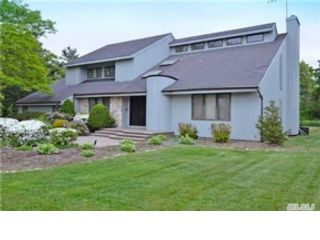 5 BR,  3.50 BTH Single family style home in Westborough