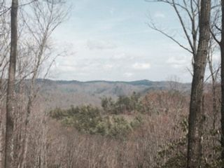 4 BR,  4.50 BTH Mountain style home in Boone