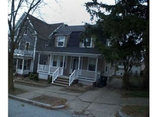 4 BR,  2.50 BTH Single family style home in Warwick