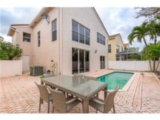 4 BR,  2.50 BTH  Single family style home in Coral Springs