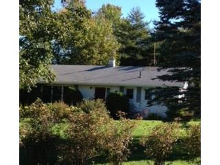 3 BR,  1.50 BTH Farm style home in Coral