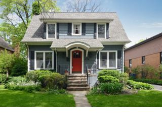 5 BR,  5.50 BTH Single family style home in Hinsdale