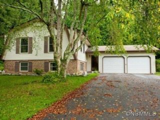 3 BR,  2.50 BTH Contemporary style home in Leominster