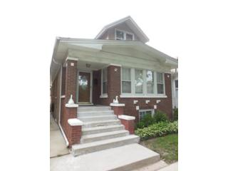 4 BR,  2.50 BTH Raised ranch style home in Chicago