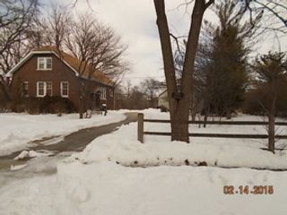 4 BR,  3.50 BTH  Colonial style home in Des Plaines