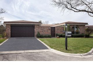 4 BR,  5.50 BTH  Colonial style home in Des Plaines