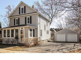 4 BR,  3.50 BTH  Bi level style home in Chicago