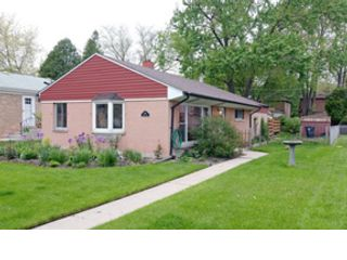 4 BR,  3.50 BTH  Traditional style home in Glen Ellyn