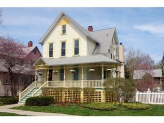 4 BR,  4.50 BTH  Colonial style home in Glenview