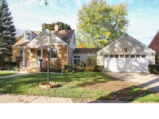 4 BR,  1.50 BTH Single family style home in Chicago