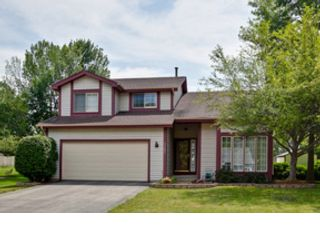 4 BR,  5.50 BTH Colonial style home in Riverwoods