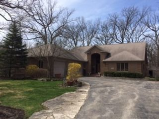 4 BR,  2.50 BTH  Colonial style home in Gurnee