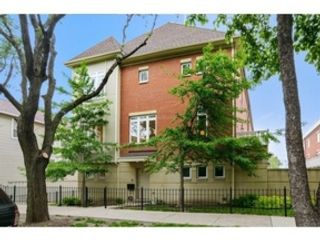 3 BR,  2.50 BTH Single family style home in Naperville