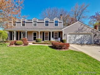 5 BR,  4.50 BTH  Traditional style home in Naperville