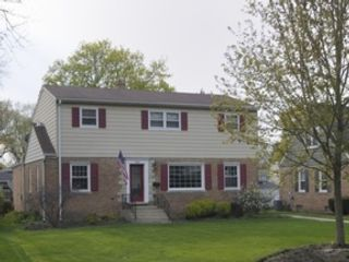 3 BR,  2.50 BTH Colonial style home in Chicago