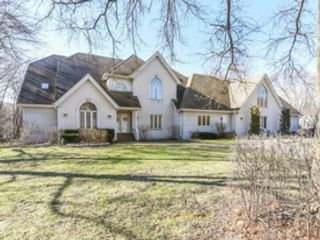 5 BR,  5.50 BTH  Split level style home in Midlothian