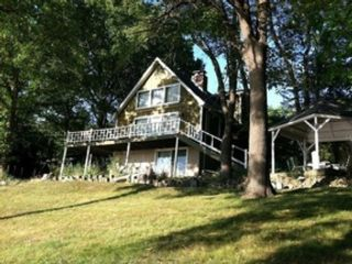 3 BR,  2.50 BTH Single family style home in Putnam