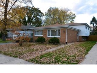 3 BR,  2.50 BTH Single family style home in Des Plaines