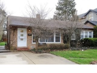 3 BR,  2.50 BTH  Ranch style home in Northbrook