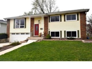 5 BR,  5.50 BTH  Single family style home in Gurnee